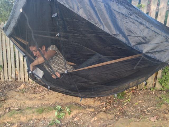 Kieszenie w namiocie nadal spełniają swoją rolę.