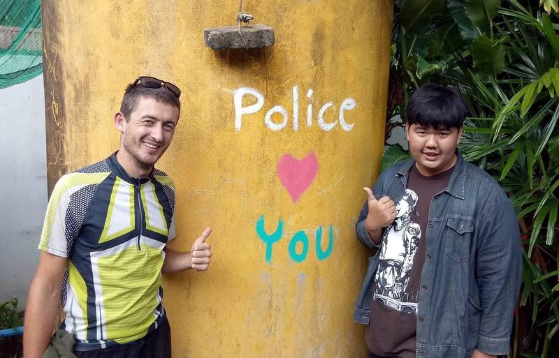 Policja Cię kocha. W Tajlandii trudno się z tym nie zgodzić.