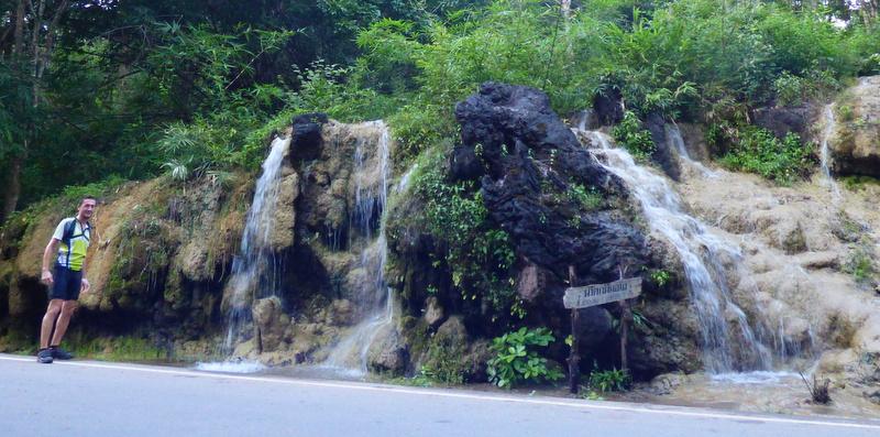 Górzysta północ Tajlandii. Tutaj droga 105 z Mae Sot do Mae Sariang