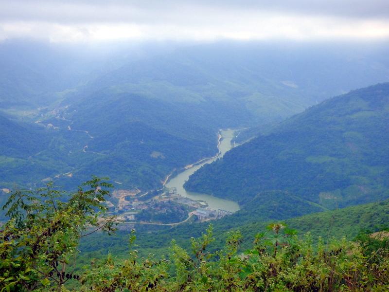 Nowy, odmienny krajobraz czeka mnie zaraz po opuszczeniu Laosu