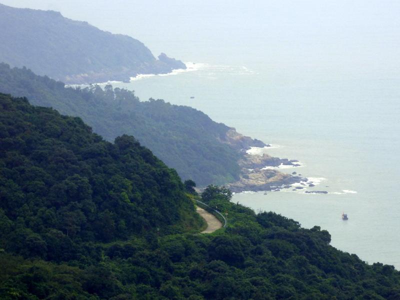 Widok na przejechaną drogę z przełęczy Hải Vân